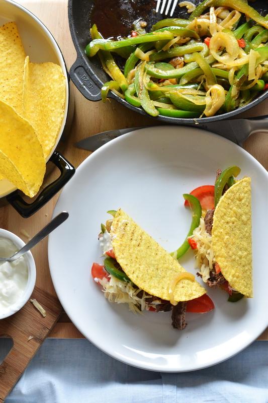 Z cyklu: Szybkie obiady. Tacos, polędwica i chrupiące warzywa.