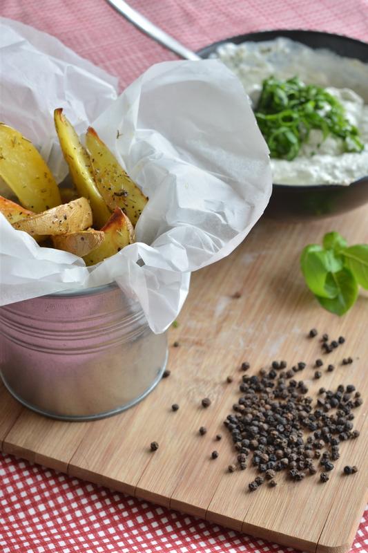 Kremowy dip i pieczone ziemniaki. Sezon majówkowy w pełni!